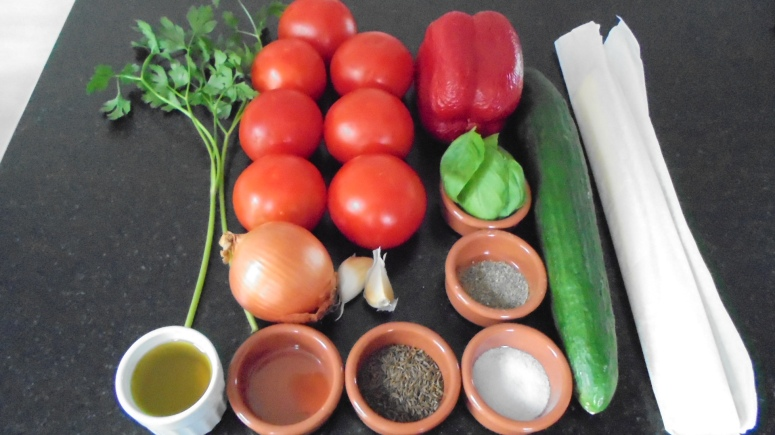 Gaspacho tomate, poivron et son croustillant  (35)