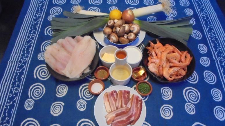 roule-de-merlan-au-lard-sur-fondu-de-poireau-aux-crevettes-2