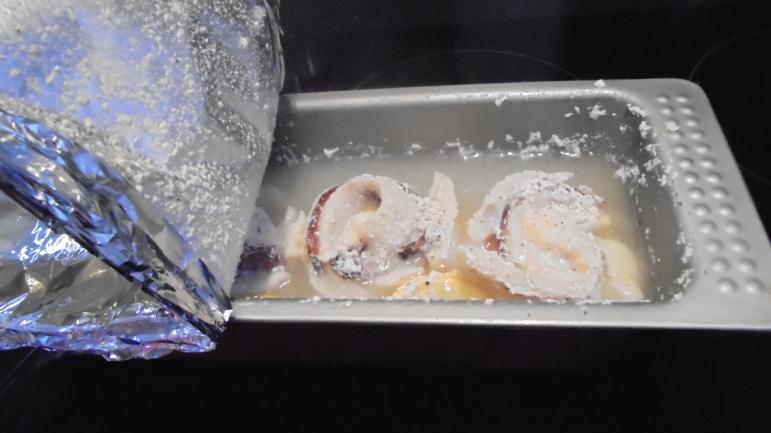 roule-de-merlan-au-lard-sur-fondu-de-poireau-aux-crevettes-26