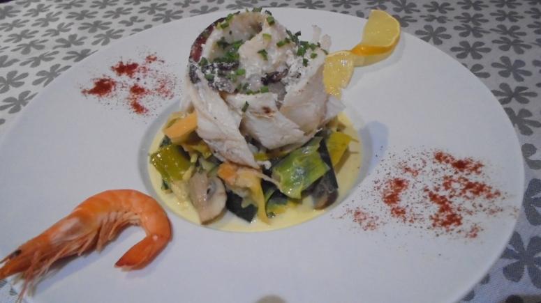 roule-de-merlan-au-lard-sur-fondu-de-poireau-aux-crevettes-27