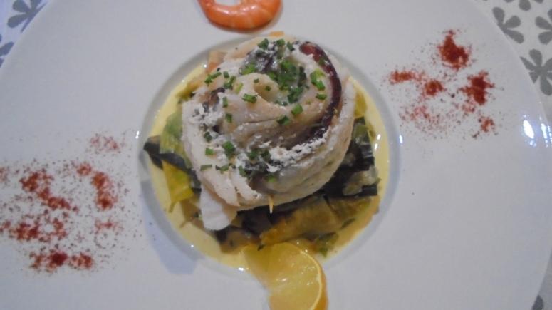 roule-de-merlan-au-lard-sur-fondu-de-poireau-aux-crevettes-28