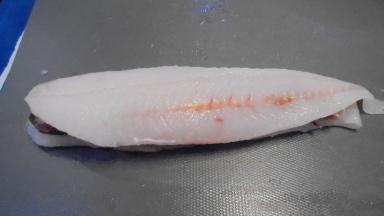 roule-de-merlan-au-lard-sur-fondu-de-poireau-aux-crevettes-5