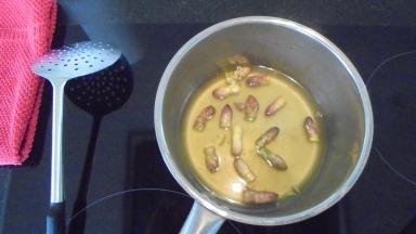 Crème d'asperges au lard et tuile de comté (11)