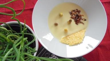 Crème d'asperges au lard et tuile de comté (23)
