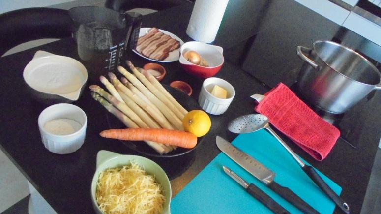 Crème d'asperges au lard et tuile de comté (3)