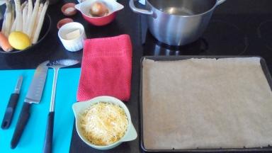 Crème d'asperges au lard et tuile de comté (4)