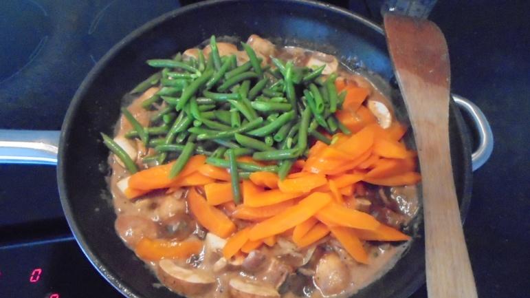 Sauté de boeuf aux légumes et à la sauce d'huitres (21)