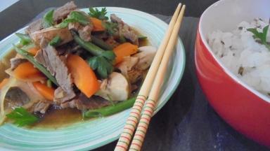 Sauté de boeuf aux légumes et à la sauce d'huitres (23)