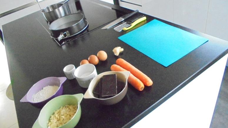 Moelleux au chocolat , carottes et amandes éfflées (27)